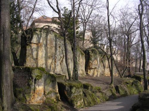Strahovský pískovec - východní stěna