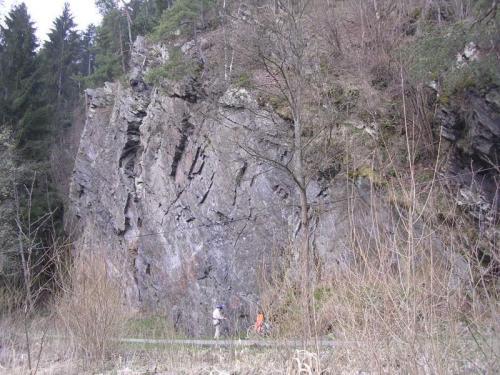 Skalní  stěna u Radešova - celkový pohled