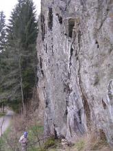 Skalní stěna u Radešova - pohled z boku