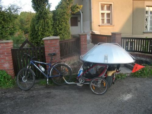Solární vařič: Poslední jízda, foceno v cíli v Kokoníně.