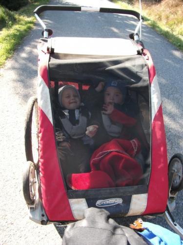 Výjezd Peklem: Děti si výjezd z Josefova Dolu přes Peklo užívají...