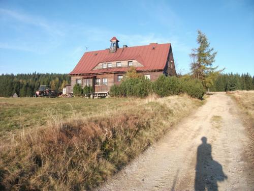 Chatka Gorzystow: Jediné stavení (bývalá škola), které zbylo z osady Velká Jizera.