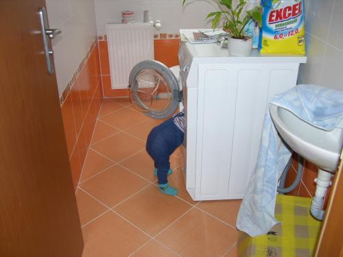 V pračce: Opravář Ondřej v akci (říjen 2008).