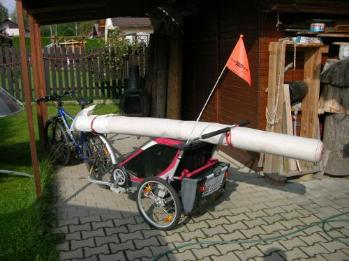 Převoz koberce na kole