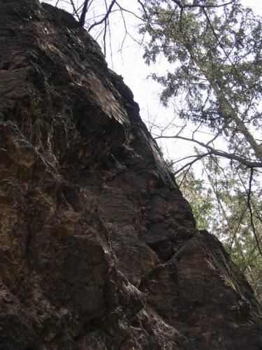 Kunratická skalka - pravá část s převisy